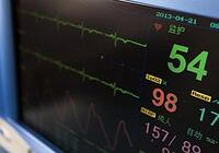 A close up of a screen that measures heart rate